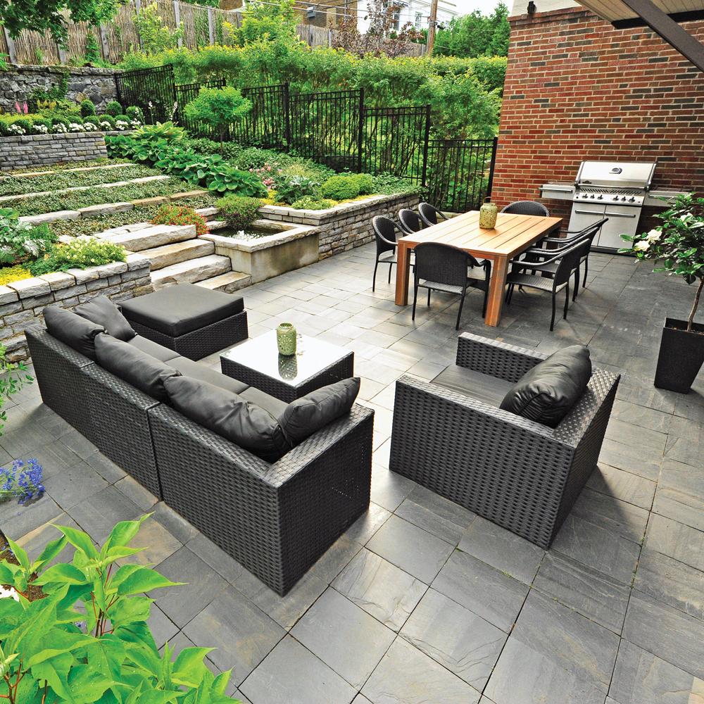 Salon et cuisine extérieure sur la terrasse