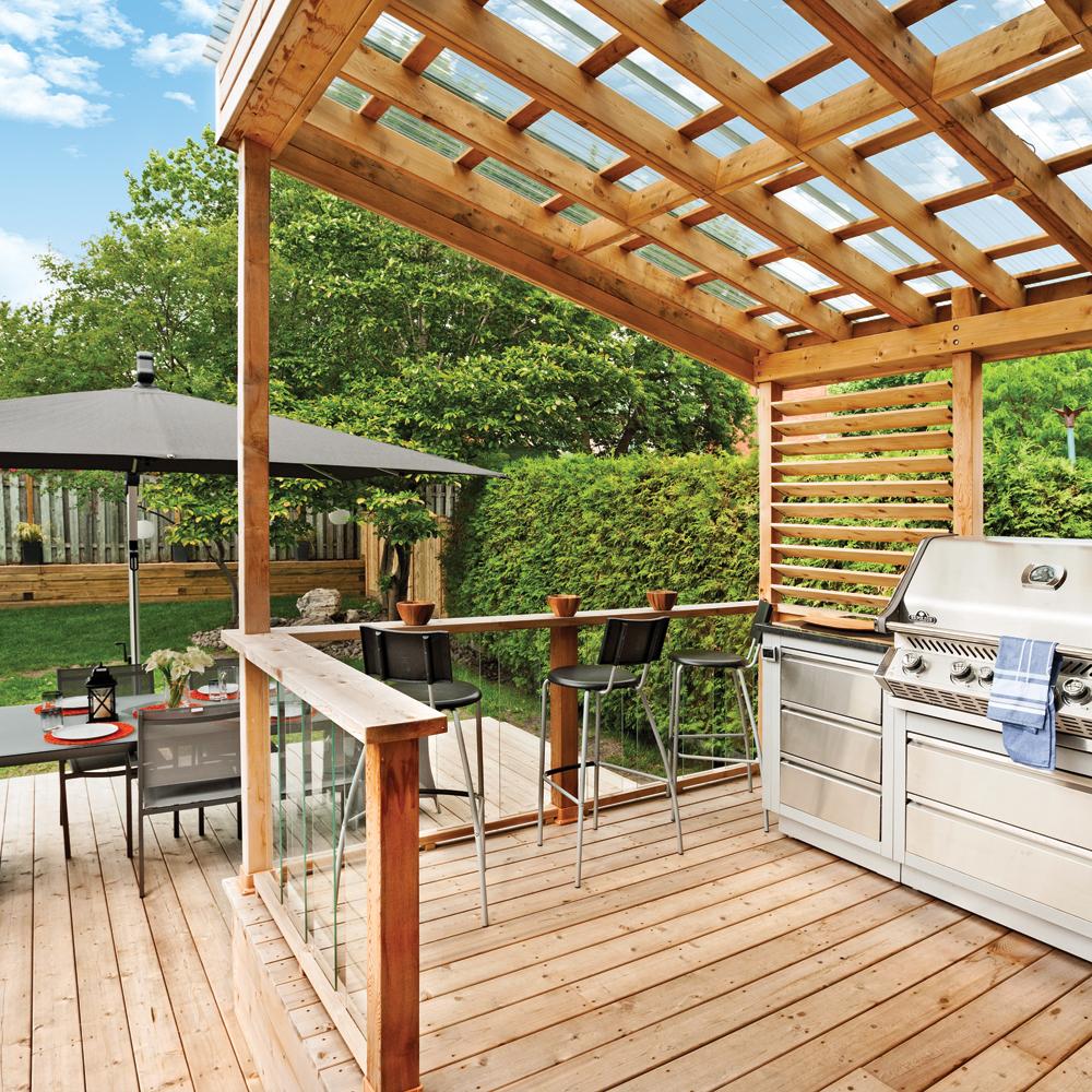 Terrasse et coin-bbq confortables sur deux niveaux