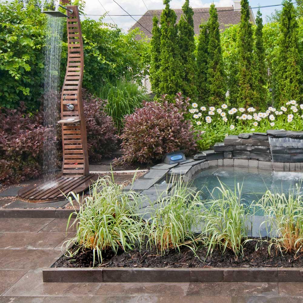 douche ext rieure je jardine. Black Bedroom Furniture Sets. Home Design Ideas