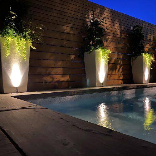 10 aménagements paysagers où le système d'éclairage est parfaitement réussi!