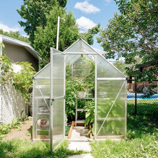 Une petite serre dans votre jardin