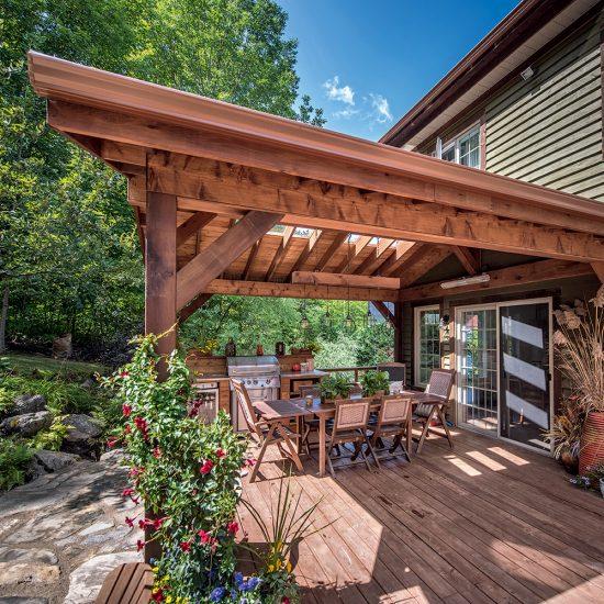 Un patio champêtre rustique