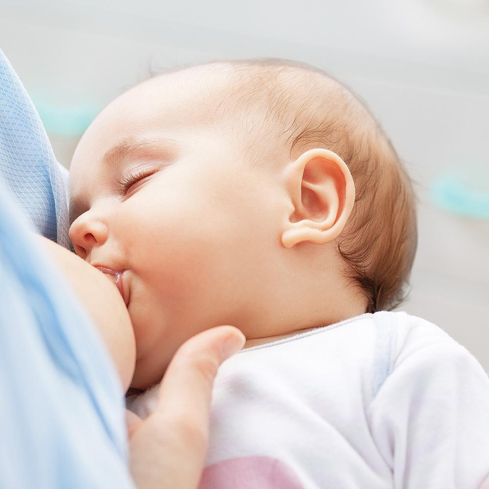 Des maladies transmises… par le lait maternel?