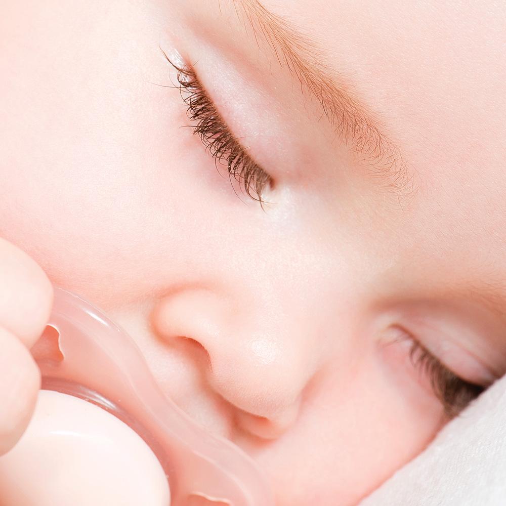 Comment enlever la suce à bébé?