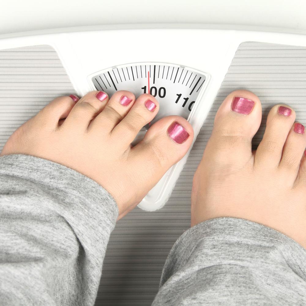 Problème de poids chez l'ado: comment en parler?