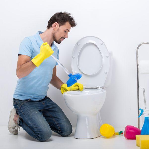 Comment déboucher une toilette?