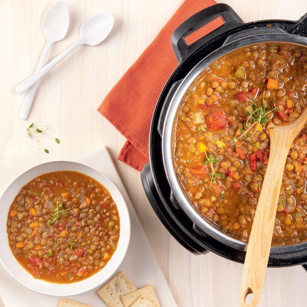 Soupe aux lentilles et légumes à l'autocuiseur